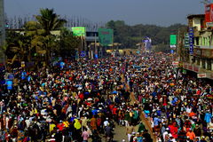 Люди идя к конгрегации Ijtema глобальной Стоковая Фотография