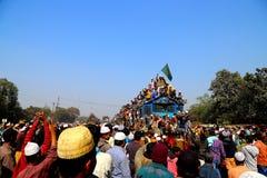 Люди идя к конгрегации Ijtema глобальной Стоковое фото RF