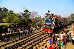 Люди идя к конгрегации Ijtema глобальной Стоковое Изображение RF