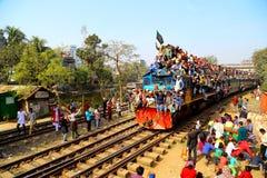 Люди идя к конгрегации Ijtema глобальной Стоковая Фотография RF
