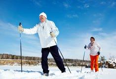 Люди катания на лыжах Стоковая Фотография RF