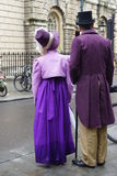 Люди костюмированные в улицах ванны для фестиваля Джейна Austen Стоковые Изображения RF