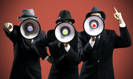 Люди крича в мегафоне Стоковое Фото