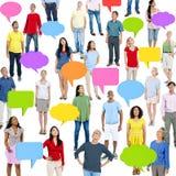 Люди мира с красочным пузырем речи Стоковое фото RF