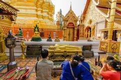 Люди молят Чиангмай Стоковая Фотография