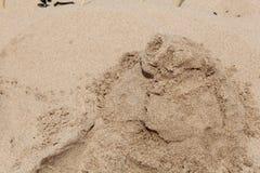 Люди насыпи песка Стоковые Фото