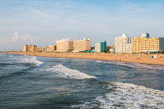 Люди наслаждаясь деятельностью на променаде Virginia Beach Стоковая Фотография RF