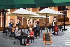 Люди наслаждаясь кофе вне кафа бесплатная иллюстрация
