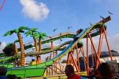 Люди наслаждаясь на парке атракционов Лилля в Лилле Стоковые Фотографии RF