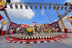 Люди наслаждаясь на парке атракционов Лилля в Лилле Стоковые Изображения RF