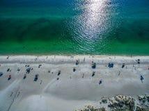 Люди наслаждаясь пляжами южной Флориды стоковые фото