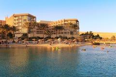 Люди наслаждаясь пляжем на Hurghada, Египте Стоковые Фотографии RF