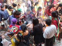 Люди на виске, Катманду, Непале Стоковое фото RF