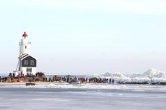 Люди на маяке Marken близко drfting ic Стоковое Изображение RF