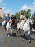 Люди на лошадях на Севилье справедливой стоковые изображения