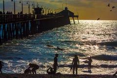 Люди на пристани в Калифорнии Стоковая Фотография