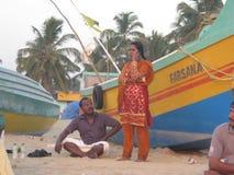 Люди на пляже в Индии Стоковые Изображения
