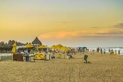 Люди на пляже Форталезе Бразилии стоковая фотография