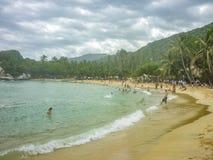 Люди на пляже Cabo Сан-Хуана в Колумбии Стоковая Фотография