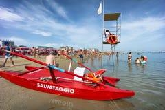 Люди на пляже Cattolica, эмилия-Романье, Италии стоковая фотография