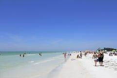 Люди на пляже Siesta, Флориде Стоковое Изображение RF