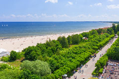 Люди на пляже Sopot на Балтийском море Стоковое Фото