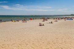 Люди на пляже, Sopot стоковые фото