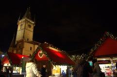 Люди на рождественской ярмарке Праге Стоковые Фотографии RF