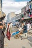 Люди на рынке в Афганистане Стоковые Фотографии RF
