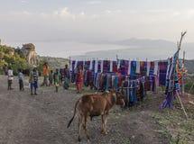 Люди на традиционном рынке Dorze Деревня Hayzo Dorze Ethiop стоковое фото