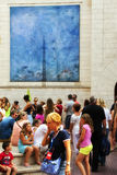 Люди на улице Фигераса Стоковое Изображение