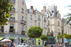 Люди на улице St Aubin руты внутри злят, Франция стоковое фото rf