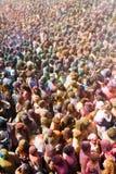 Люди на фестивале цветов Holi Барселоны Стоковое Изображение