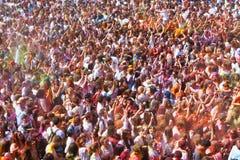 Люди на фестивале цветов Holi Стоковое Изображение RF