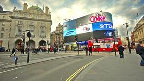 Люди на цирке Piccadilly в Лондоне, Великобритании акции видеоматериалы