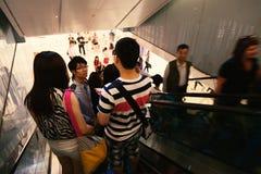 Люди на эскалаторе Стоковые Фотографии RF