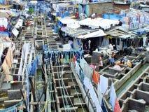Люди на Dhobi Ghat, прачечной в Мумбае, Индии мира самой большой внешней Стоковая Фотография