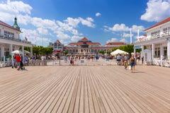 Люди на molo Sopot на Балтийском море, Польше Стоковое фото RF