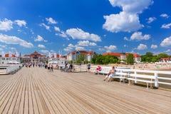 Люди на molo Sopot на Балтийском море, Польше Стоковое Изображение RF