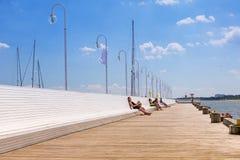 Люди на molo Sopot на Балтийском море, Польше Стоковые Изображения RF