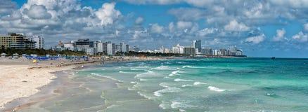 Люди ослабляя в Miami Beach Стоковое Фото