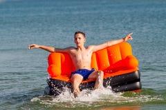 Люди отдыхают на море Стоковая Фотография RF