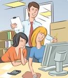 Люди офиса обсуждая бесплатная иллюстрация