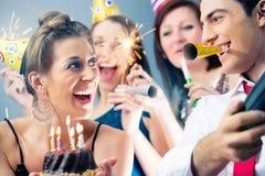 Люди партии в баре празднуя день рождения Стоковая Фотография