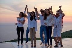 Люди партии на заходе солнца стоковая фотография rf