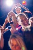 Люди партии показывая форму сердца Стоковое Фото
