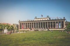 """Люди перед немцем Museum"""" """"Altes для старого музея Стоковая Фотография"""