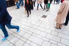 Люди в пешеходной зоне Стоковая Фотография