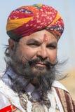 Люди портрета нося традиционное платье Rajasthani участвуют в г-не Дезертируйте состязание как часть фестиваля пустыни в Jaisalme Стоковое фото RF