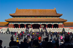 Люди посещают имперский дворец Стоковая Фотография